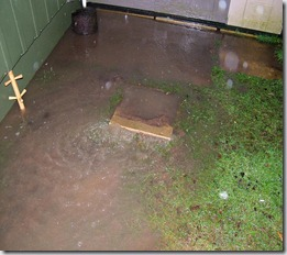 Millwaters flood water breaking through garden of Freuchie Mill home